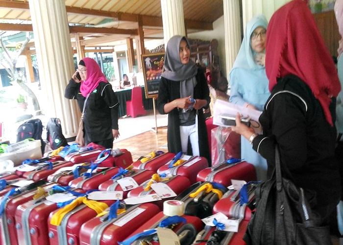 Jamaah Umrah Sahd Tour saat persiapan bawaan di KSPH Solo