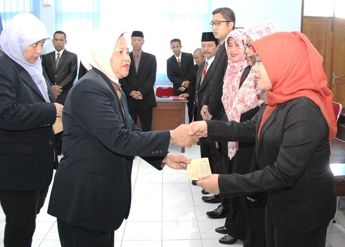Rektor Lantik Ketua LPPM dan Tim Percepatan Pengembangan UNIBA Solo