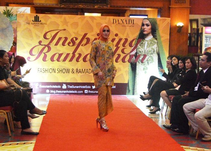 The Sunan Hotel Gelar Fashion Show Jelang Buka Puasa