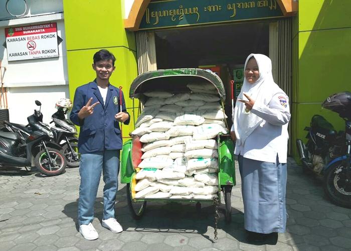 SMA Muhammadiyah 1 Solo Bagikan Zakat Fitrah