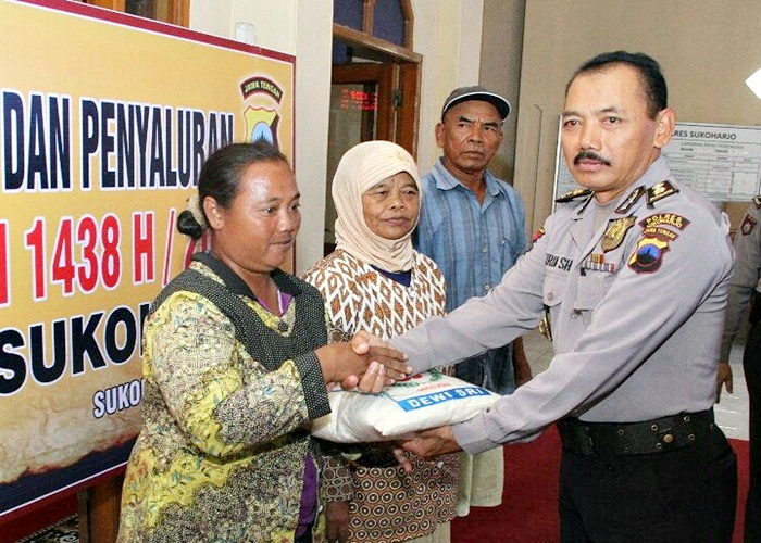Polres Sukoharjo Bagikan 347 Paket Zakat