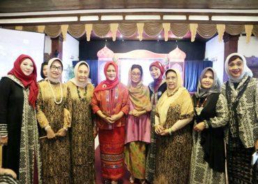 Ibu Negara Hadiri Halal Bi Halal Majelis Pengajian Muslimah di Solo