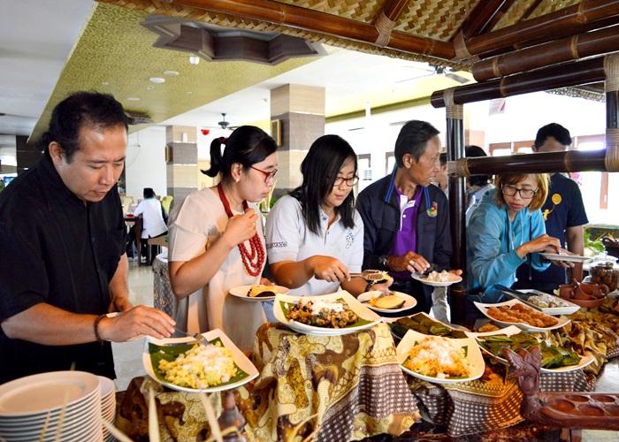 Syariah Hotel Solo Hadirkan Parade Kuliner Tempoe Doeloe