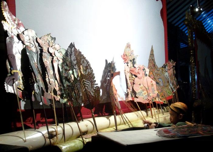 Arka Pinandhita Tampil Mempesona