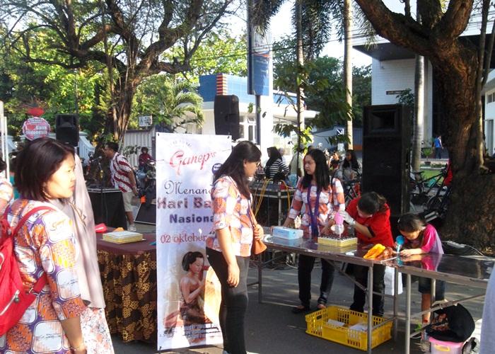 Roti Ganep Menandai Hari Batik Nasional di CFD