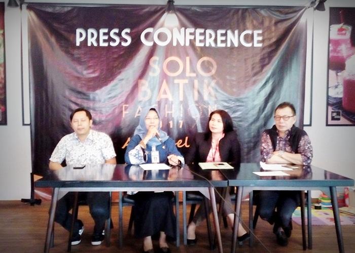 Solo Batik Fashion 2017 Hadirkan 35 Desainer dari 5 Kota