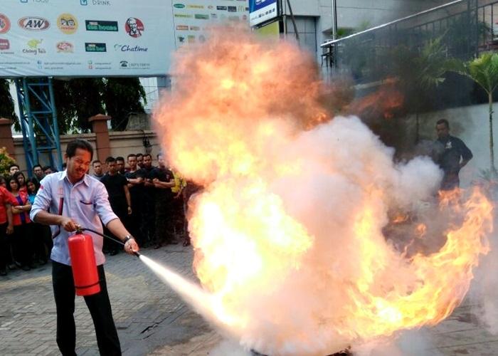 Api Menyala di Solo Grand Mall Akhirnya Bisa Dipadamkan
