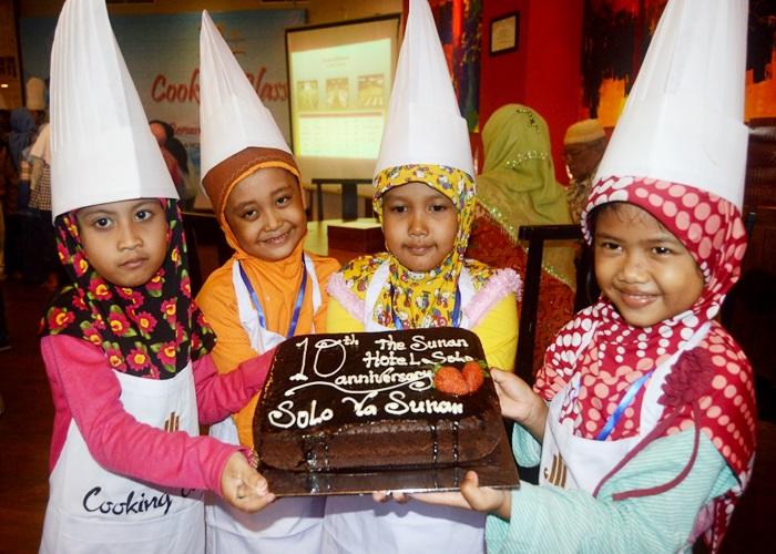 10 Tahun Sunan Hotel Gelar Cooking Class Bersama Anak Yatim