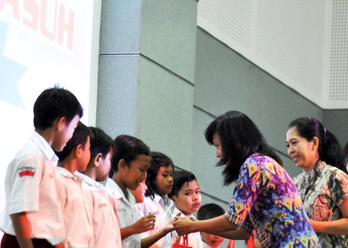 Astra Motor Jateng Berikan Beasiswa Kepada 70 Anak Asuh