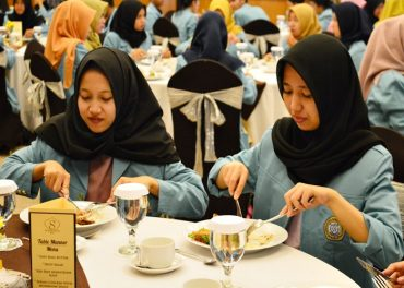 Table Manner Halal dan Menyenangkan di Syariah Hotel Solo
