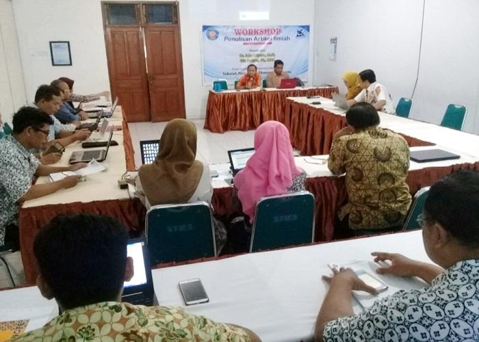 STIE Surakarta Selenggarakan Pelatihan Penulisan Artikel Ilmiah