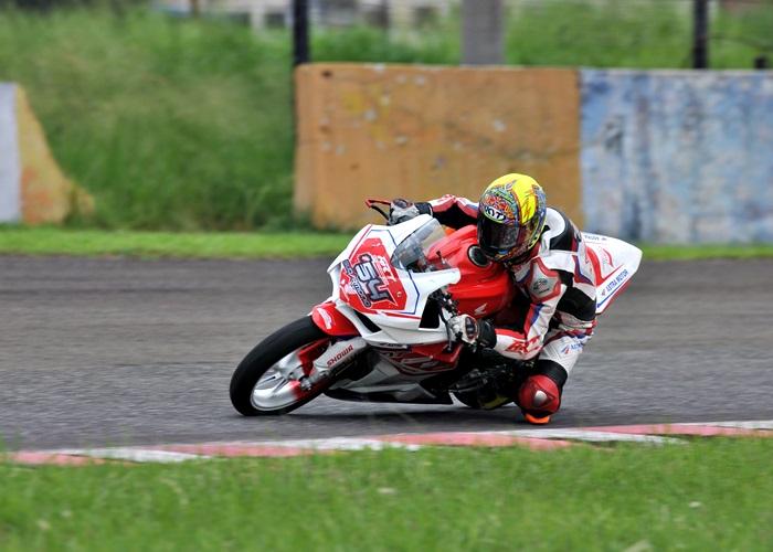 Pebalap Astra Motor Racing Team Rajai Race I IRS Seri ke-6