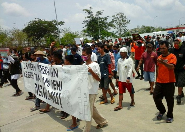 Bau Limbah Masih Menyengat, Warga Ancam Blokade Pabrik