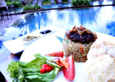 Lezatnya Nasi Goreng Buntut Rawon Ala Hotel Harper Purwakarta