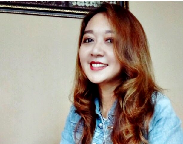 Yuan Nilasari  Dari Guru Ke Asuransi