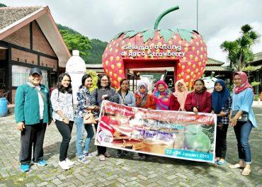 Mahasiswa FP Unisri Belajar Pertanian Organik di Batu Malang