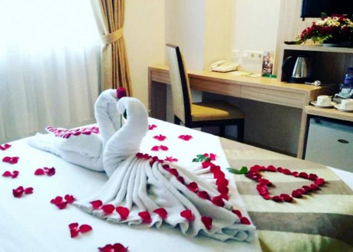 Hangatnya Honeymoon Nan Romantis  di Syariah Hotel Solo