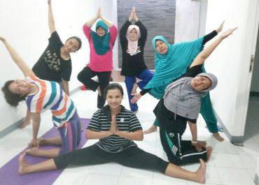 Yuk, Latihan Yoga Di Debi Yoga