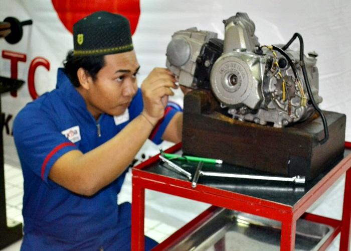 24 Santri di Jawa Tengah Dibekali Ketrampilan Mekanik Sepeda Motor