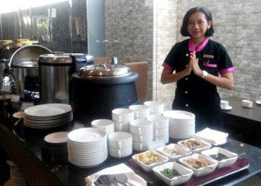 Nikmatnya Nasi Bedulang di Viva Hotel