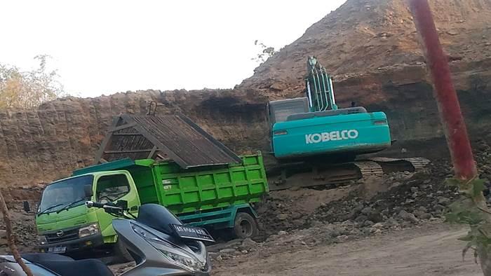 Warga Ancam Tutup Paksa Akses Jalan Menuju Penambangan Desa Sempu, Andong Boyolali