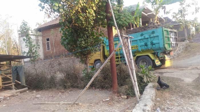 Pengelola Penambangan Ingkar Janji Warga Desa Sempu Blokade Jalan