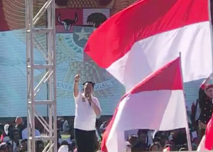'Tumplek Blek' Puluhan Ribu Relawan Jokowi Senam Massal