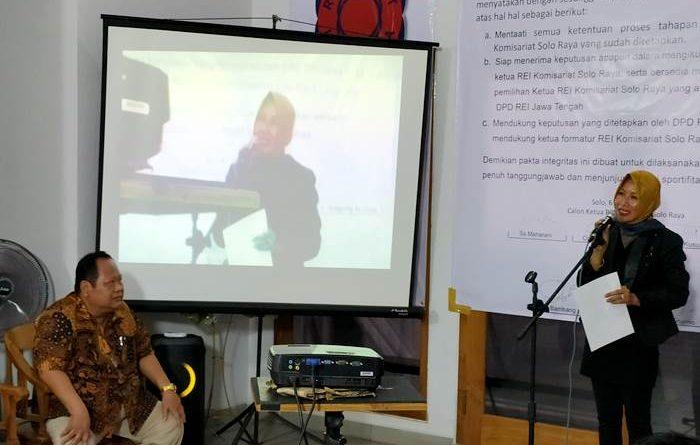 KETUA KOMISARIAT SOLO RAYA: SS. Maharani saat menyampaikan visi misi sebelum dipilih sebagai Ketua Komisariat REI Soloraya, di ruang meeting Mabar Cafe Manahan Jumat (9/10/2020).